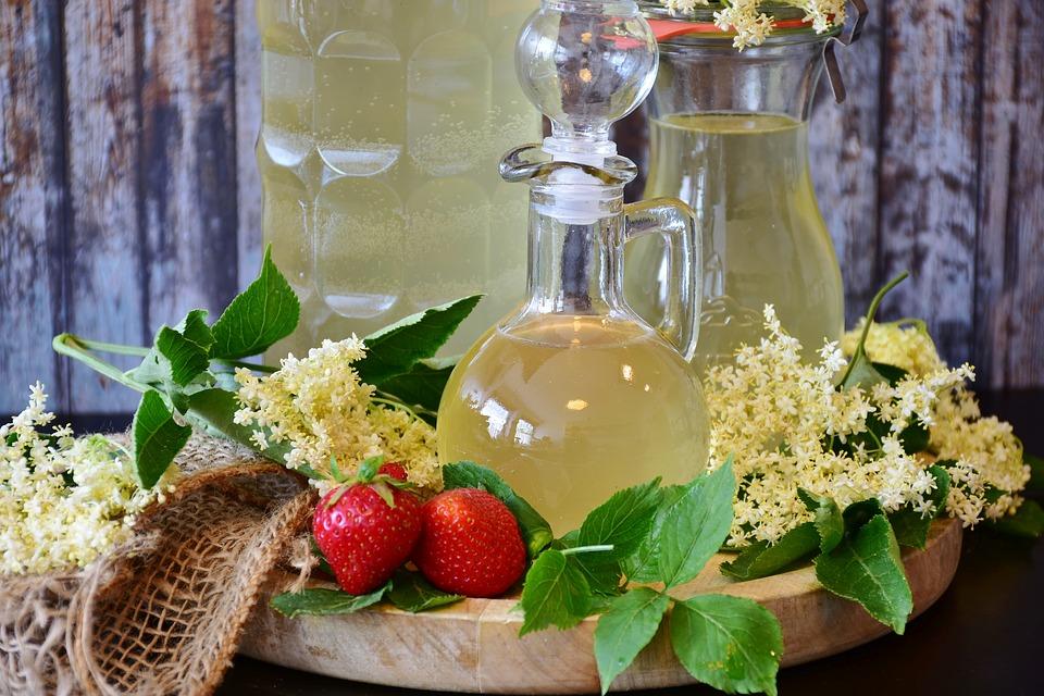 Sommer Getränk! Holundersaft mit ätherischen Öle - rezept von Beauty Club Austria