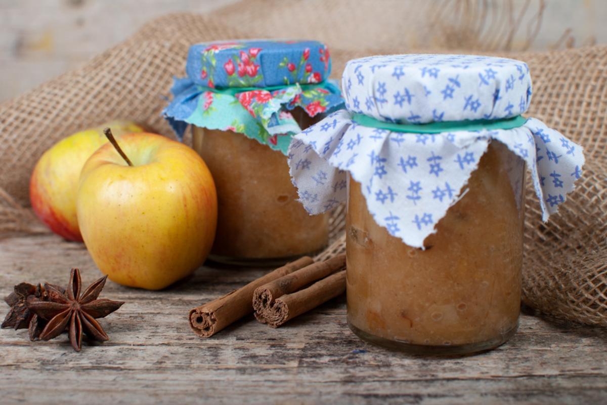 Vorweihnachtzeit - das ist die Zeit für Kekse, Glühwein, den traditionellen Bratapfel und weitere Genüsse. Biohof Achleitner weckt mit einfachen, bewährten Rezepten die Lust zum Kochen und Backen.